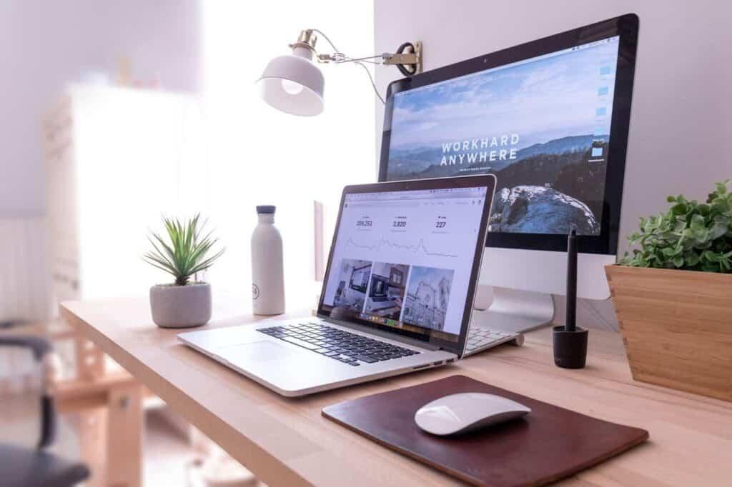 laptop desk technology office gadget furniture 1413927 pxhere.com min